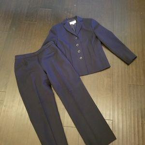 Le Suit petite sz 4P Navy Pantsuit